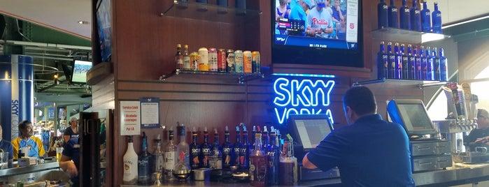 SKYY Lounge is one of Lieux sauvegardés par Andres.
