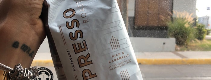 Starbucks is one of Lugares guardados de Cosette.