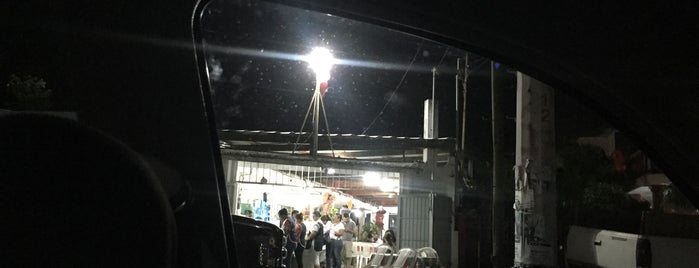 Big Quesadillas is one of สถานที่ที่ Flor ถูกใจ.