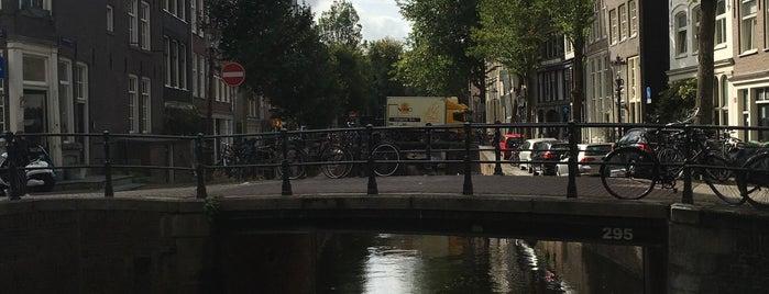 Amsterdamse Grachten is one of Locais curtidos por Ekaterina.