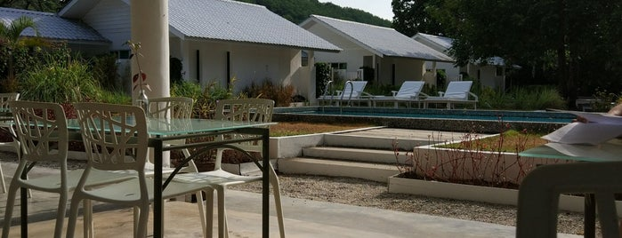 La Pari Pari Resort is one of Tempat yang Disukai Adrian.