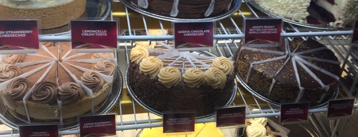The Cheesecake Factory is one of Locais curtidos por Shreyas.