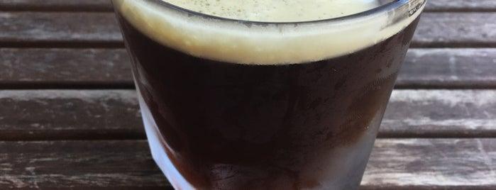 Alchemy Coffee is one of Lugares favoritos de Brian.