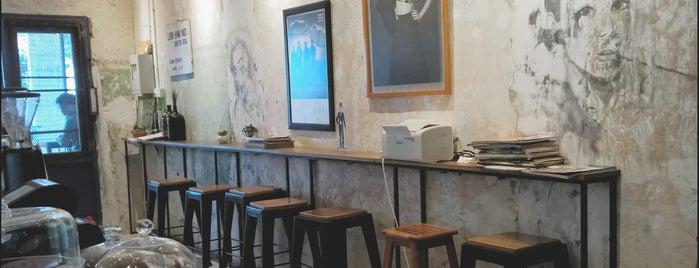 Blue Doors Coffee is one of Christabelle 님이 좋아한 장소.