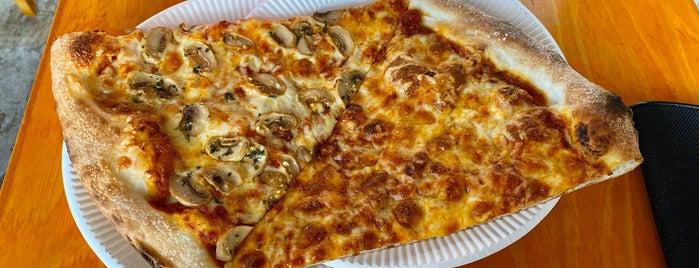 Pizza Slice & Soda Fountain is one of Rafael : понравившиеся места.