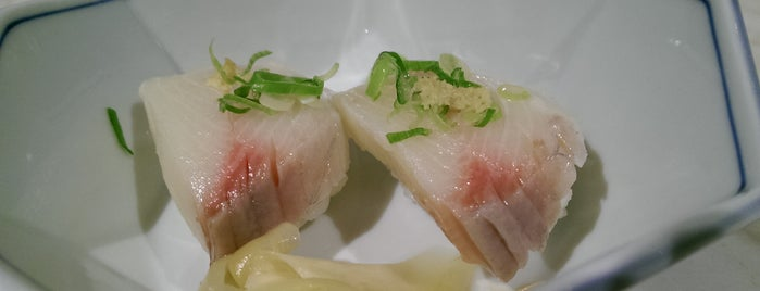 Shige Japanese Restaurant is one of Drew 님이 좋아한 장소.