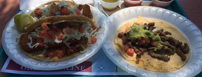 Roberto's Taco - Del Mar is one of Chuck 님이 좋아한 장소.