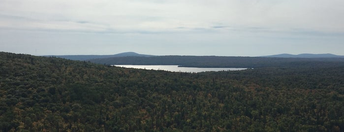 Brockway Mountain is one of Tempat yang Disukai Amy.