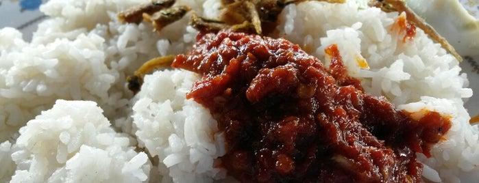 Nasi Lemak Jalan J is one of Tempat yang Disukai Crystal.