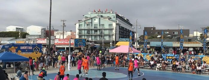 Venice Beach Playground is one of สถานที่ที่ Denis ถูกใจ.