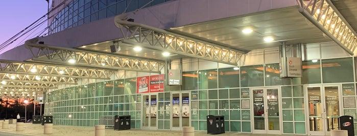 PNC Arena Box Office is one of Jon'un Beğendiği Mekanlar.