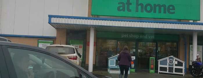 Pets at Home is one of Matthew'in Beğendiği Mekanlar.