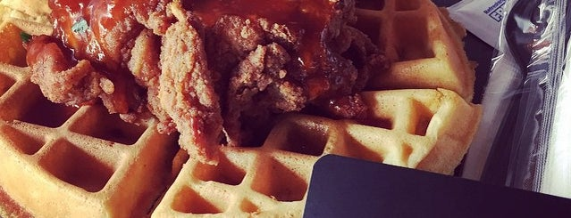 The Dirty Bird Chicken + Waffles is one of Tempat yang Disimpan Anil.