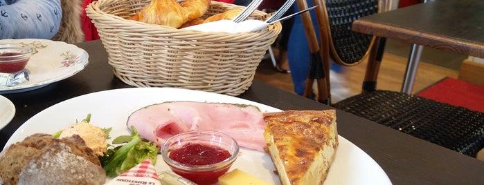 Café par ici is one of Orte, die Vanessa gefallen.