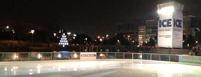 The Ice at Discovery Green is one of Tempat yang Disukai Samah.