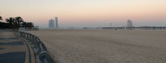 Corniche Public Beach is one of Omar'ın Beğendiği Mekanlar.