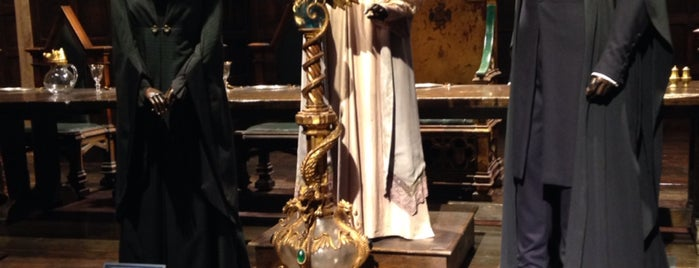 Warner Bros. Studio Tour London - The Making of Harry Potter is one of Cathrineさんのお気に入りスポット.