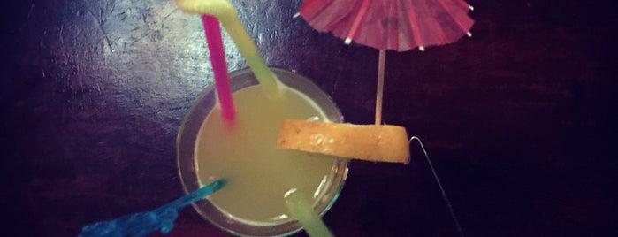 Albatros Bar is one of Posti che sono piaciuti a Omer.