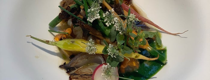 Yoshinori is one of TimeOut 100 best restaurants in Paris.