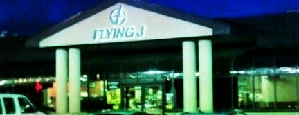 Flying J is one of Yunusさんのお気に入りスポット.
