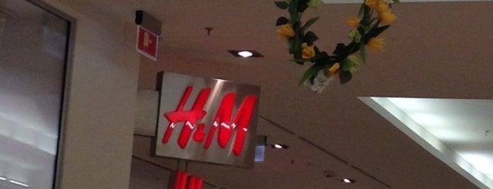 H&M is one of Lugares favoritos de Yanina.