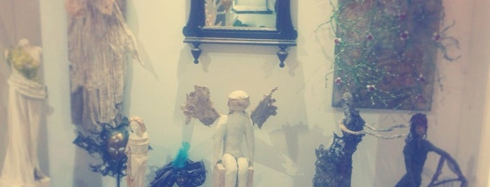 cloclo's | Art Gallery is one of Crete.