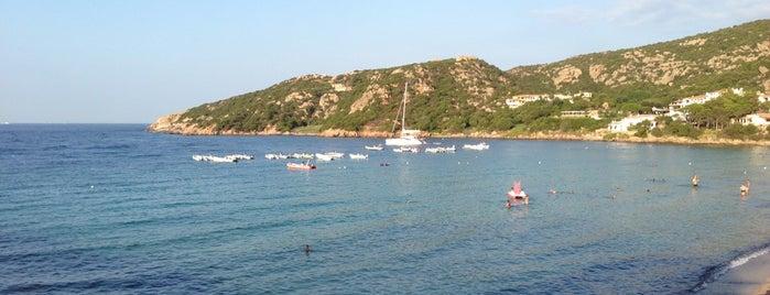 Baja Sardinia is one of Cerdeña.