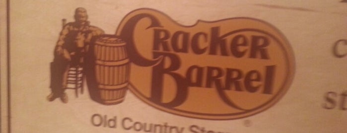 Cracker Barrel Old Country Store is one of Lieux qui ont plu à Claudia.