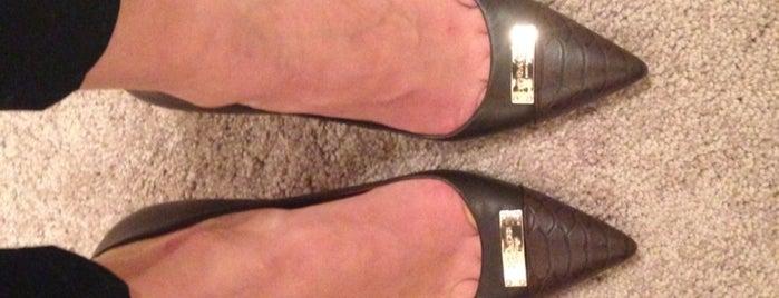 DSW Designer Shoe Warehouse is one of Maja'nın Beğendiği Mekanlar.