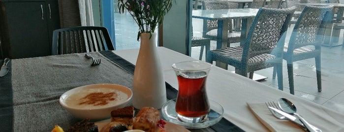 Sueno Hotels Restaurant is one of Lieux qui ont plu à Kayhan.