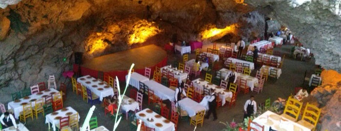 La Gruta Restaurant is one of Posti che sono piaciuti a Evy.