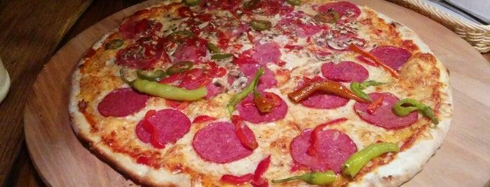Pizza Express is one of สถานที่ที่ Greta ถูกใจ.