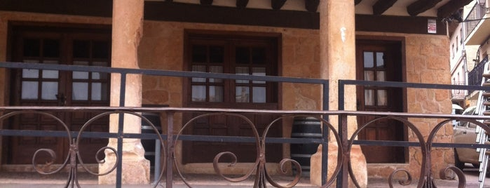 La Porticada is one of Locais curtidos por Julia.