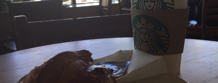 Starbucks is one of สถานที่ที่ Invi ถูกใจ.
