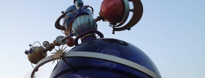 Tomorrowland is one of Locais curtidos por Winnie.