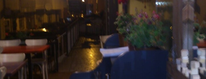 Holi Cafe & Restaurant is one of สถานที่ที่ Zeynep ถูกใจ.