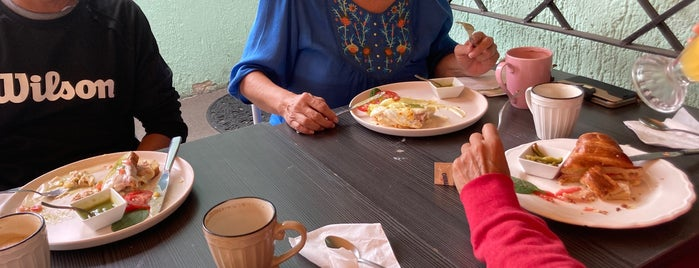 Madeleine: cafetería y pastelería is one of Irs.