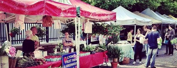 Glenwood Sunday Market is one of Orte, die James gefallen.
