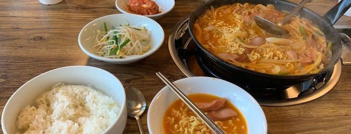 송탄나여사부대찌개 is one of Korean food.
