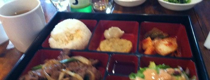 Kimchi Korean Restaurant is one of Tempat yang Disukai Genna.
