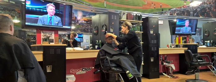 Sport Clips Haircuts of Newnan Crossing is one of Locais curtidos por Jeff.