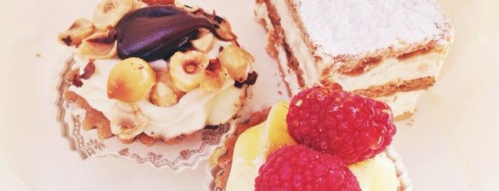 Veniero's Pasticceria & Caffe is one of Lieux qui ont plu à Marianna.