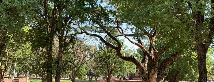 King Ramkhamhaeng Monument is one of Posti che sono piaciuti a Stuart.