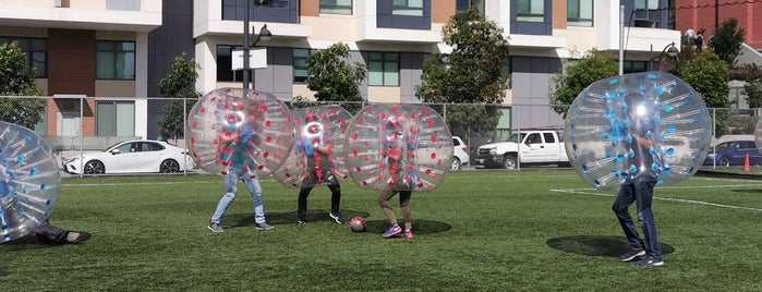 SFFSoccer Mission Bay Field is one of Tempat yang Disukai Andrew.