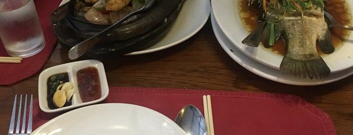 White Rice Restaurant is one of Locais curtidos por Scott.