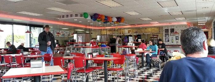 Burgerville is one of Orte, die Jennifer gefallen.