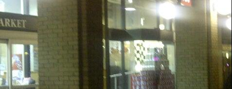 Metro Pharmacy is one of สถานที่ที่ Mat ถูกใจ.