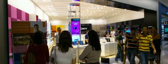 Sony Store is one of Tempat yang Disukai Deyse.