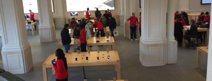 Apple Amsterdam is one of Serkanさんの保存済みスポット.