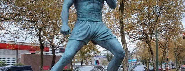Statue de Jean-Claude Van Damme is one of Locais salvos de Hilton.